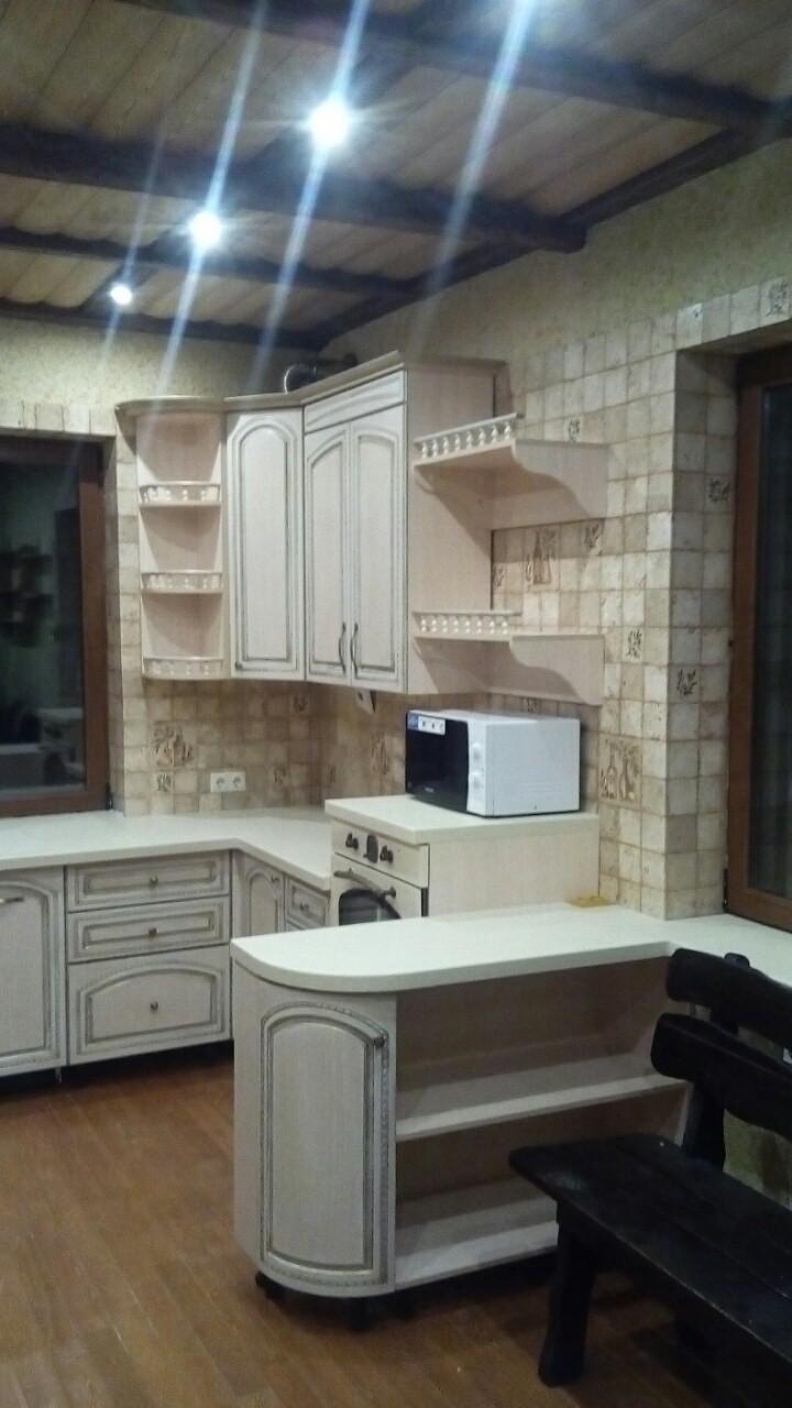Угловая кухня с эмалью и патиной, фото 3