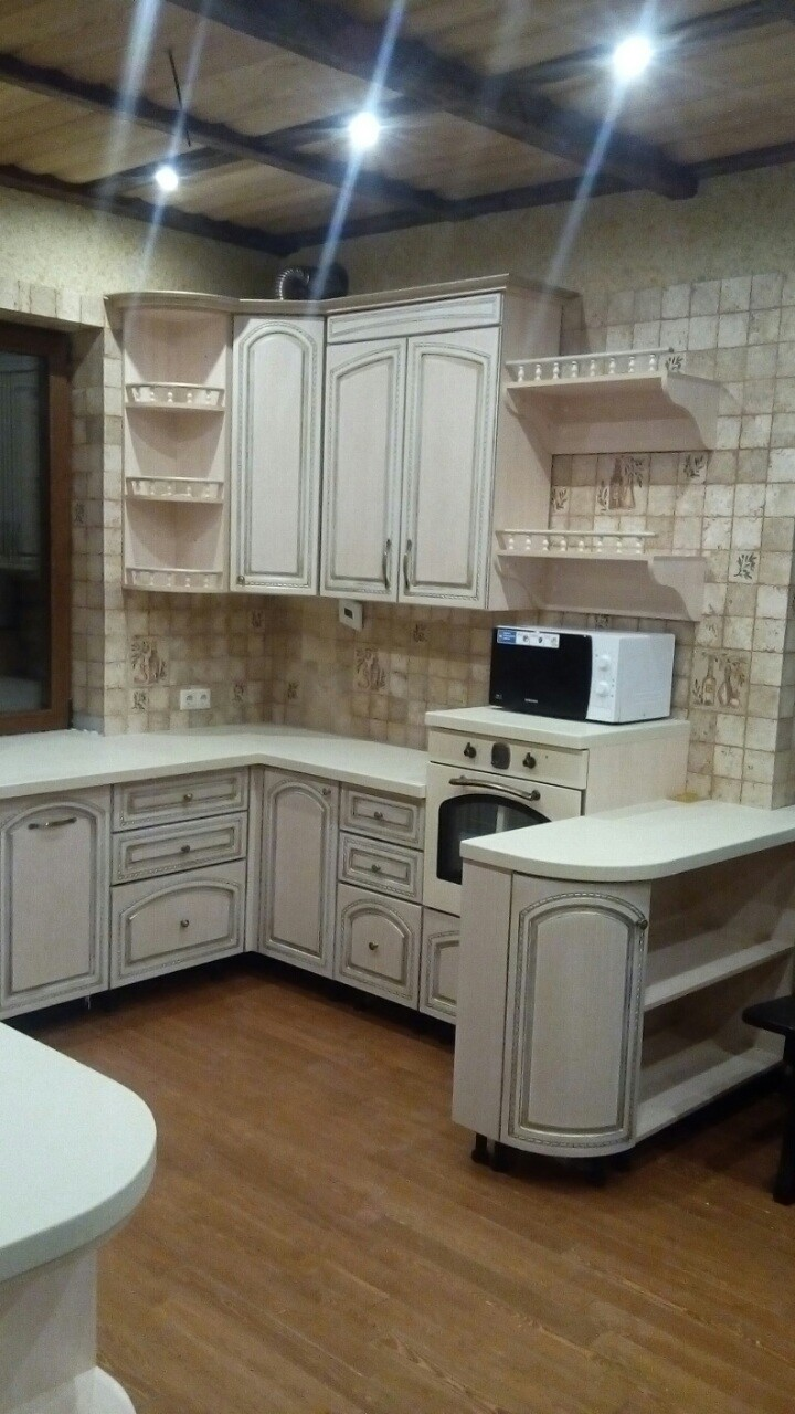 Угловая кухня с эмалью и патиной, фото 2
